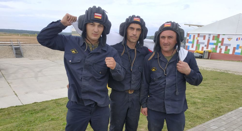 Экипаж из Южной Осетии на танковом биатлоне в Алабино