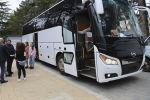Президент Анатолий Бибилов подарил Госдрамтеатру новый автобус