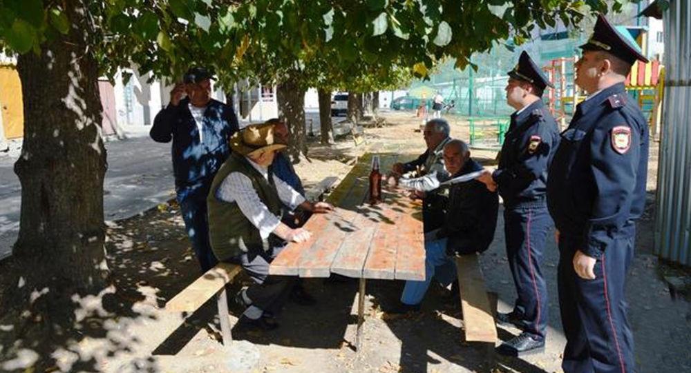 Участковые уполномоченные милиции УВД города Цхинвал проводят поквартирный и подворный обходы