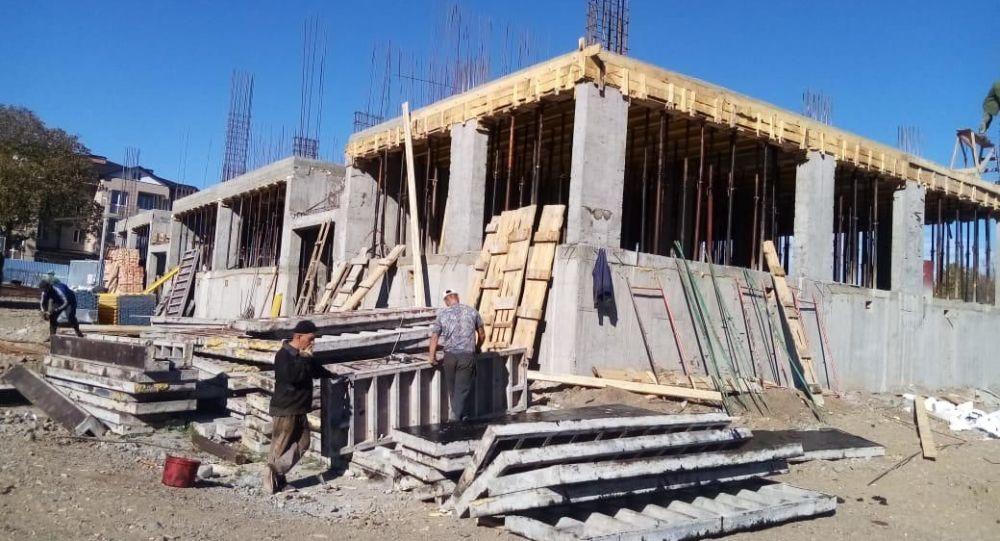 Строительство многоквартирного дома в поселке Знаур
