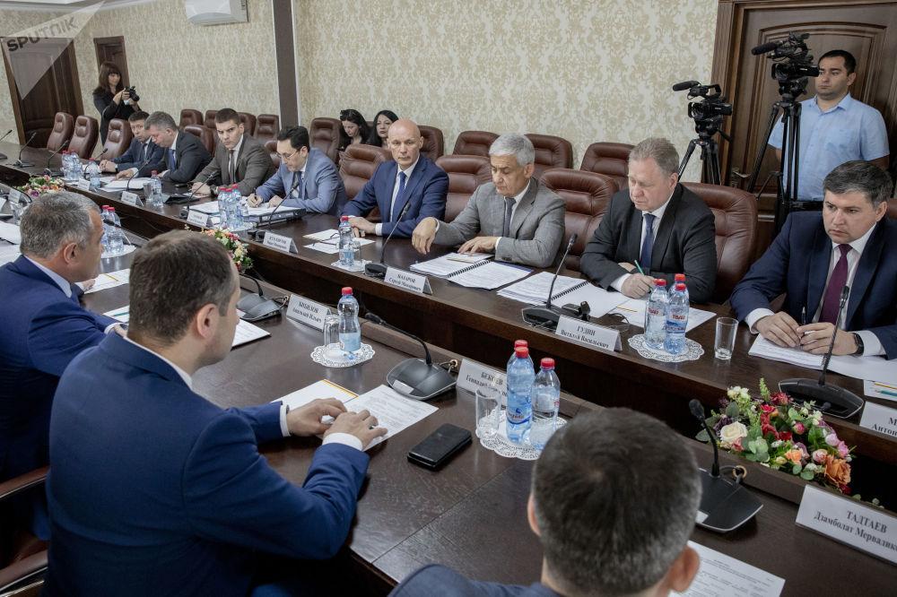 Совместное совещание российской делегации с правительством РЮО по вопросам соцэкономсотрудничества