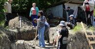 Раскопки могильника бронзового века на территории Цхинвала