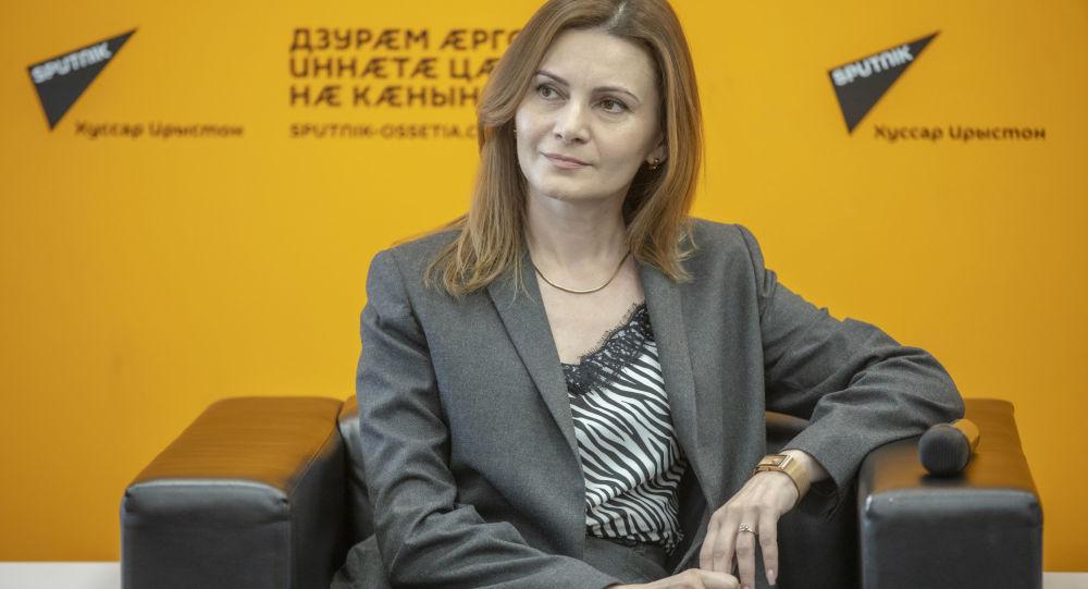 Лариса Ханикаева