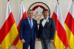 Президент Южной Осетии Анатолий Бибилов и глава РАТМ Холдинга Эдуард Таран