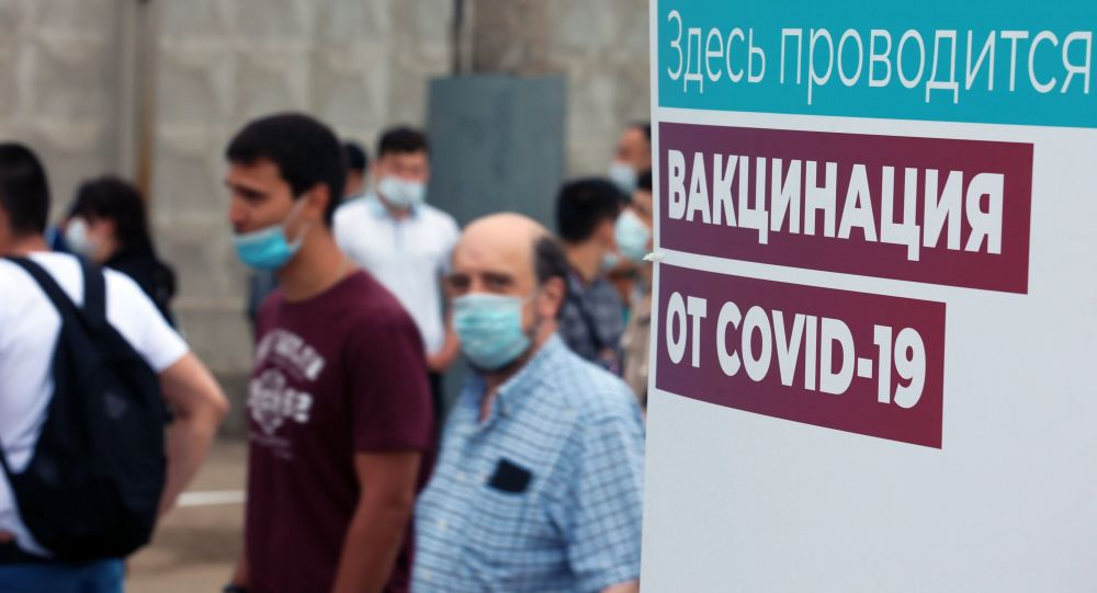 Вакцинация мигрантов от COVID-19 на территории ТЦ Садовод