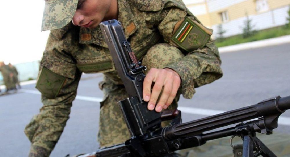 Военнослужащий учебной роты МО РЮО