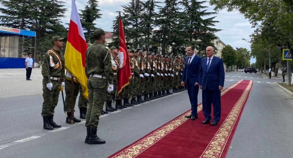 Торжественная встреча президента Абхазии в столице Южной Осетии