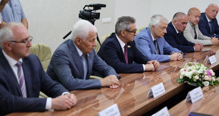 Встреча президента Анатолия Бибилова с делегацией Северной Осетии