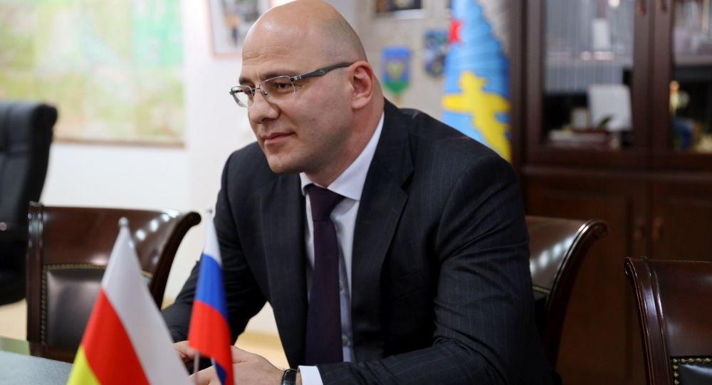Депутат Госдумы России Артур Таймазов на встрече с президент Южной Осетии Анатолием Бибиловым