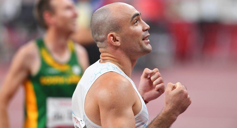 Чермен Кобесов после забега на 100 метров на XVI летних Паралимпийских играх
