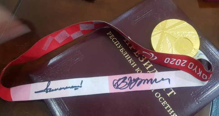 Бибилов вручил Ордена Дружбы осетинским чемпионам-паралимпийцам