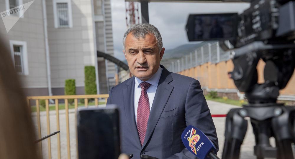 Президент Южной Осетии проголосовал на выборах в Госдуму РФ