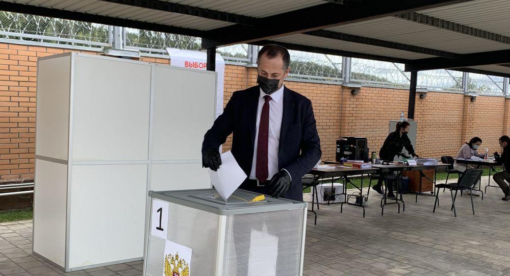 Премьер Южной Осетии Геннадий Бекоев проголосовал на выборах в Госудуму РФ