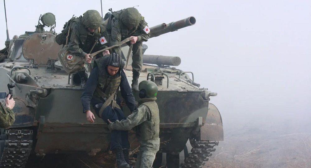 Медики ЮВО эвакуировали условно раненых военнослужащих во время двусторонних тактических учений в Южной Осетии