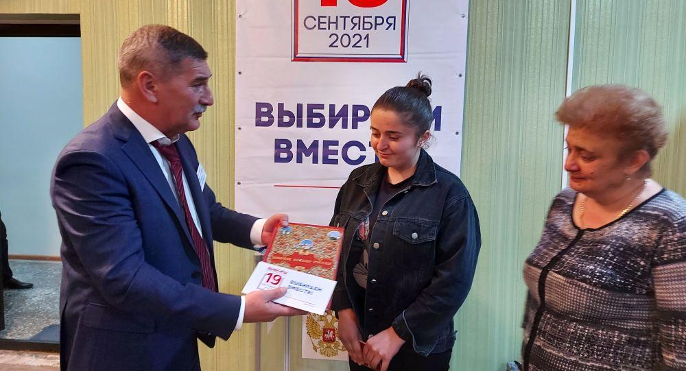 Голосование по выборам в Госдуму РФ на избирательном участке в Знаурском районе РЮО