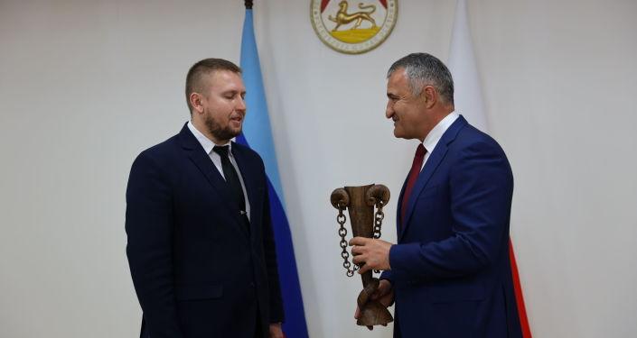 Встреча Анатолия Бибилова с делегацией ЛНР