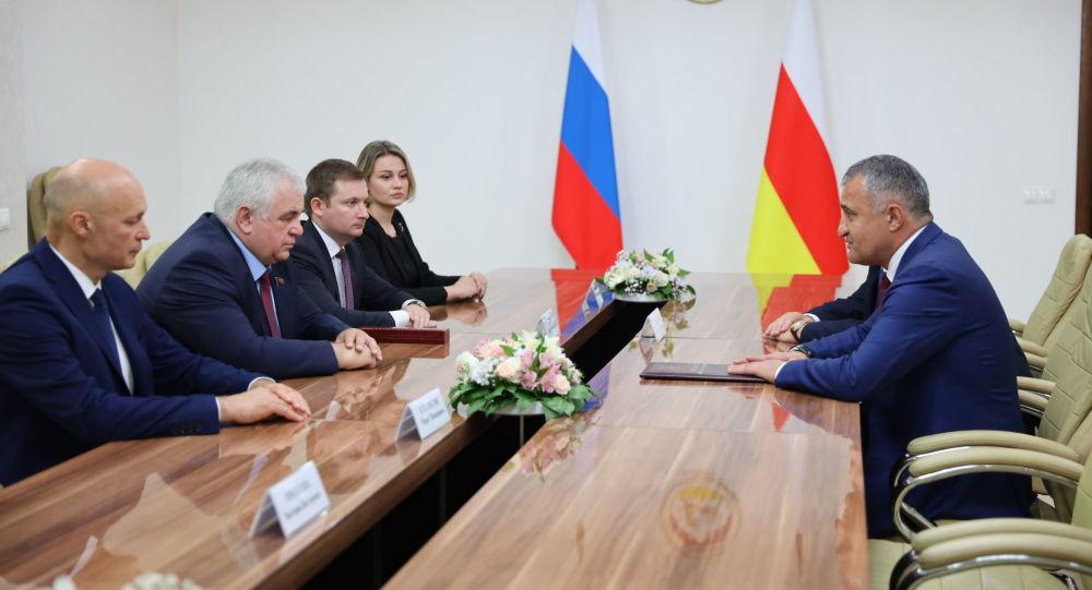 Встреча Анатолия Бибилова с делегацией Госдумы РФ