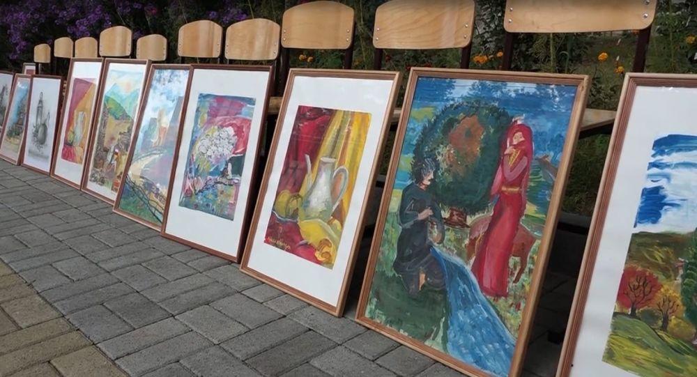 Юные художники из села Хетагурово представили свои работы в Ленингоре
