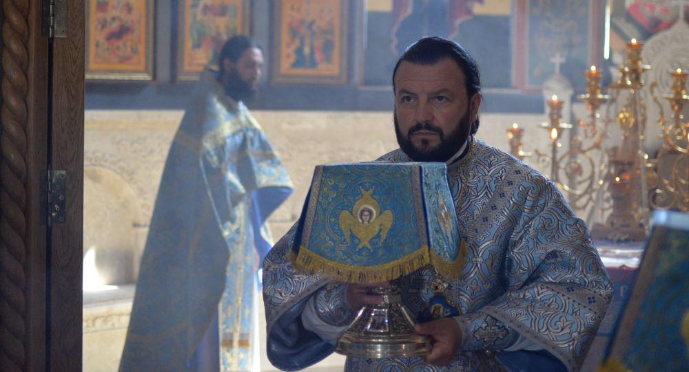 Архиепископ Владикавказский и Аланский Леонид (третий слева)