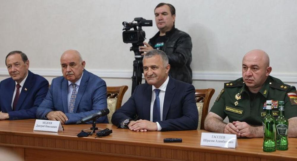 Анатолий Бибилов и  Аслан Бжания обсудили вопросы сотрудничества