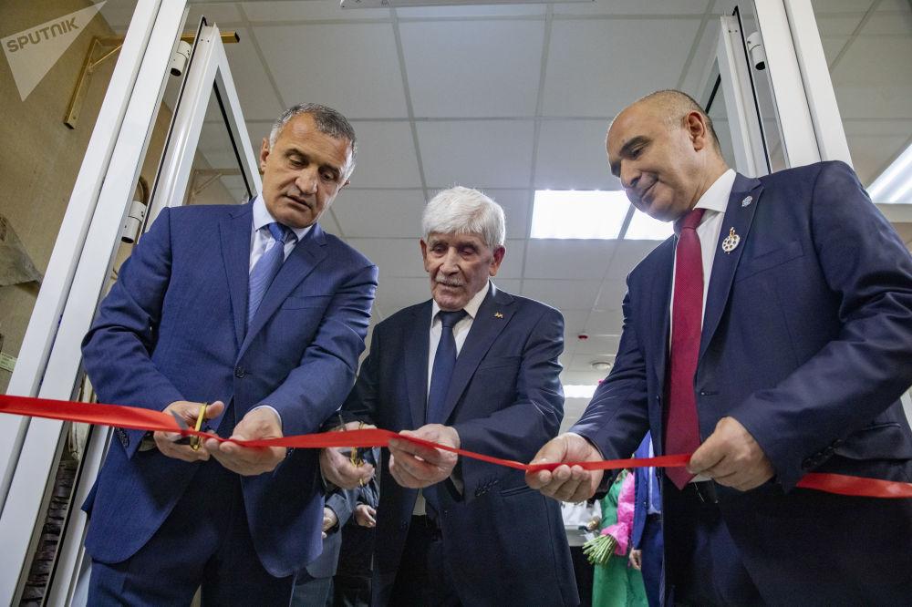 В столице Южной Осетии открылись выставочный зал и выставка Магреза Келехсаева