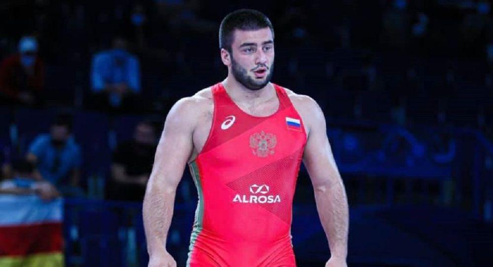 Андрей Бестаев