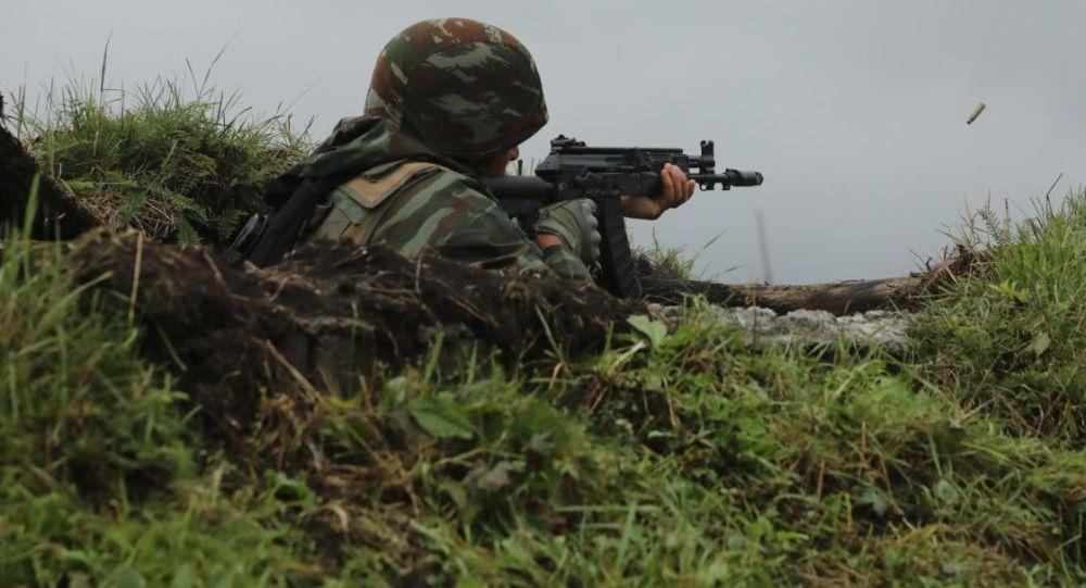 Российские и алжирские военнослужащие освободили населенный пункт от условных террористов на совместном учении в Северной Осетии