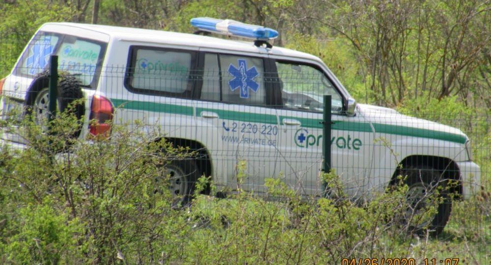 Автомобиль грузинской частной медицинской клиники Private на границе Южной Осетии