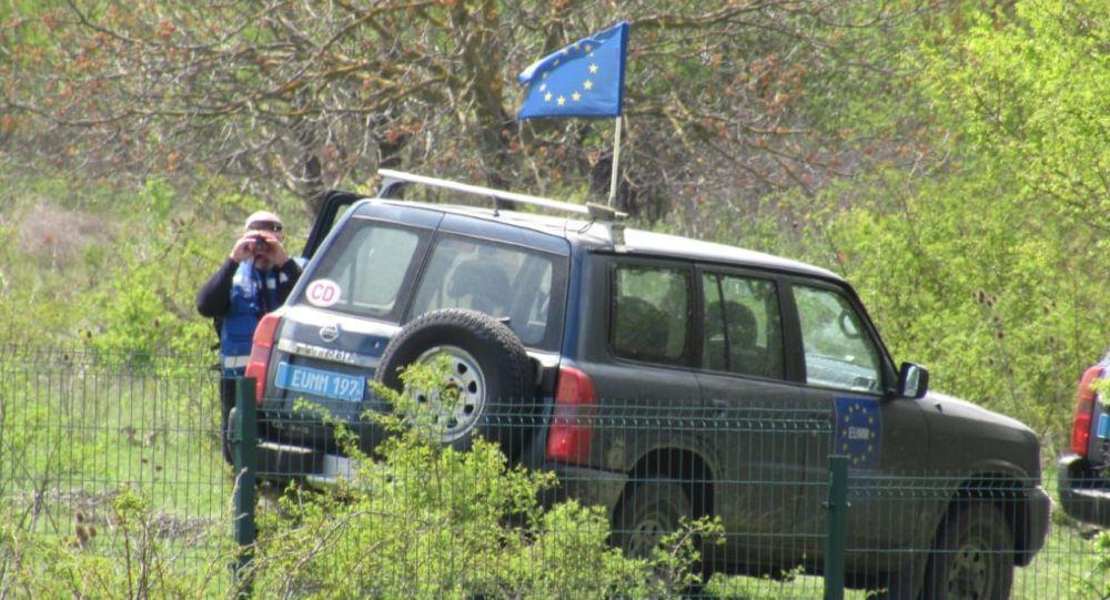 Автомобиль МНЕС у границы Южной Осетии