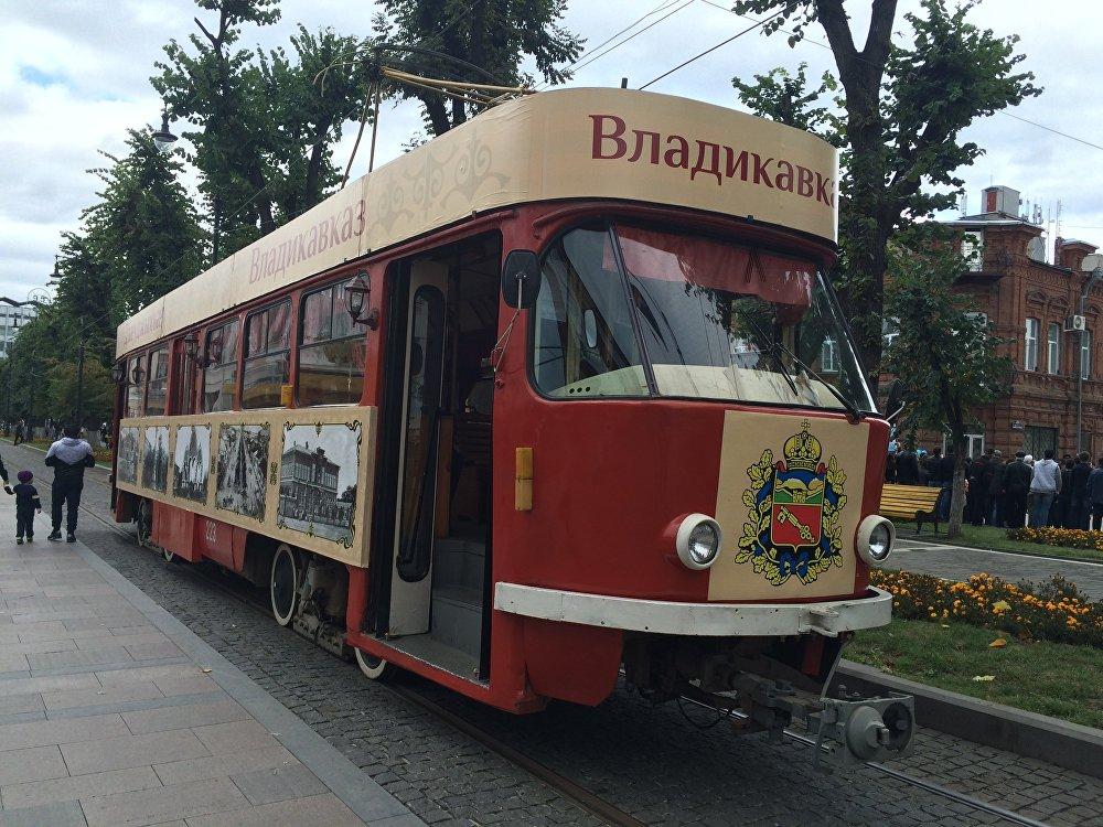 А такие трамваи стояли на территории проспекта Мира. В них гости могли отдохнуть и согреться