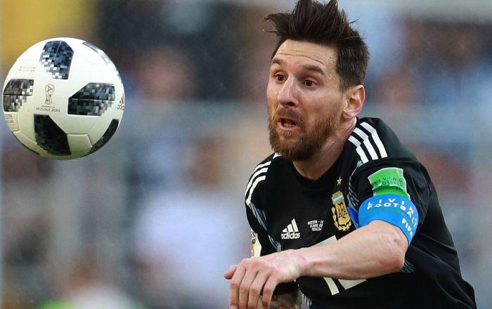 Лионель Месси в матче чемпионата мира по футболу между сборными Аргентины и Исландии