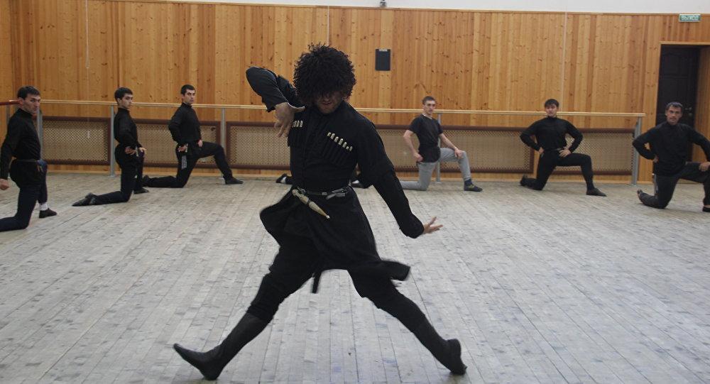 Танцоры государственного ансамбля Симд