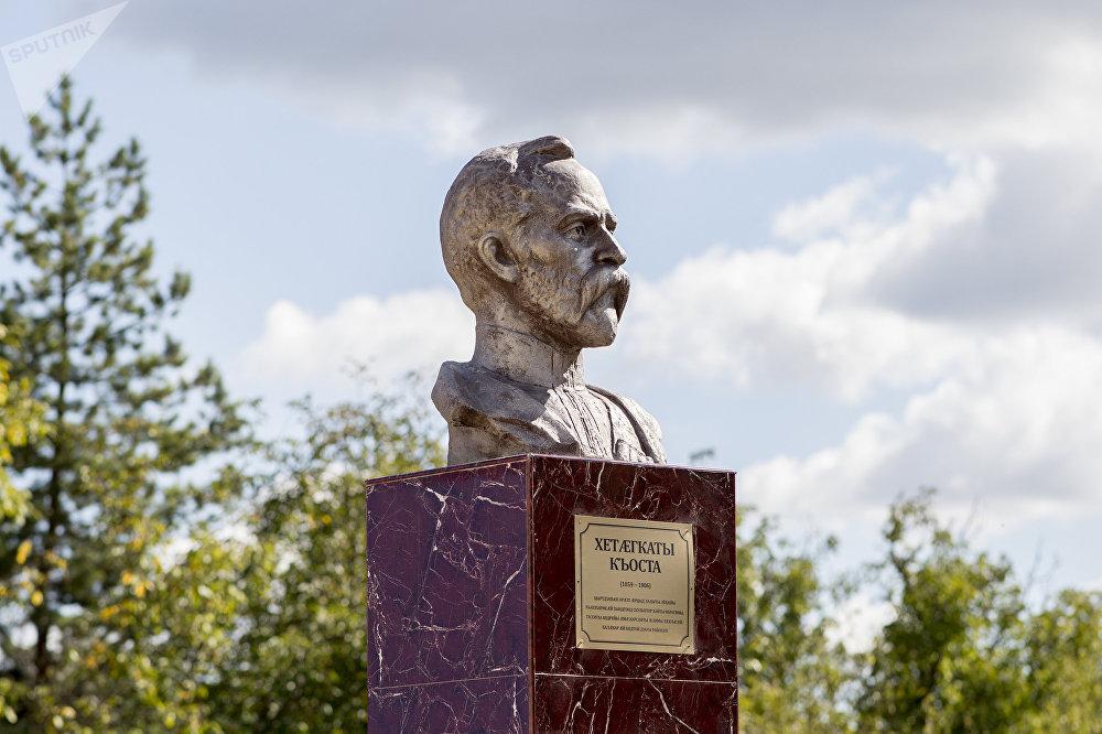 Открытие бюста Коста Хетагурова в поселке Дзау