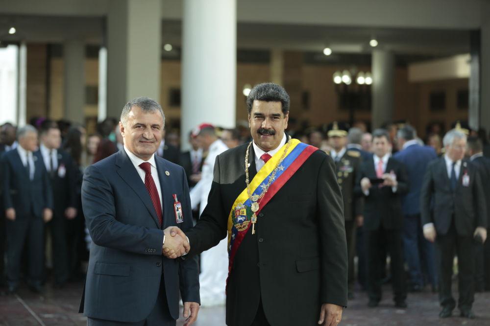 Бибилов принял участие в церемонии инаугурации президента Венесуэлы Николаса Мадуро