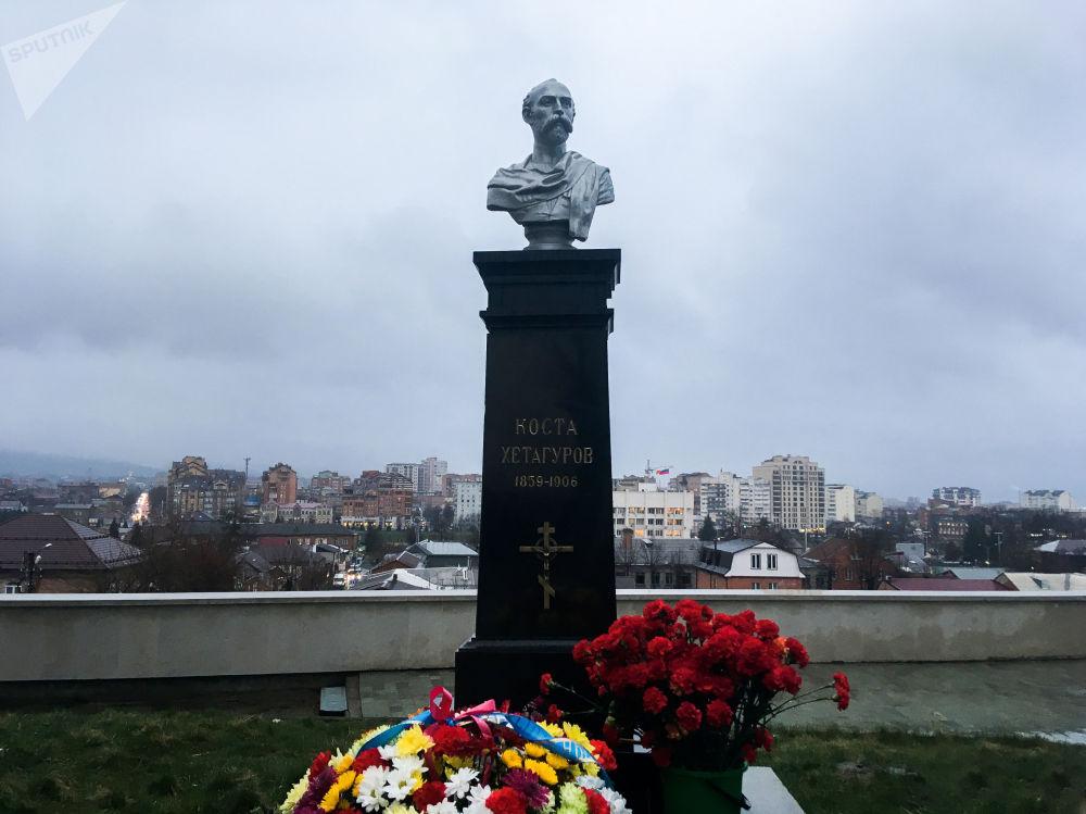 Могила Коста Хетагурова.