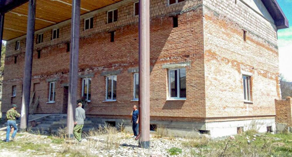 Здание административного комплекса в селе Дменис