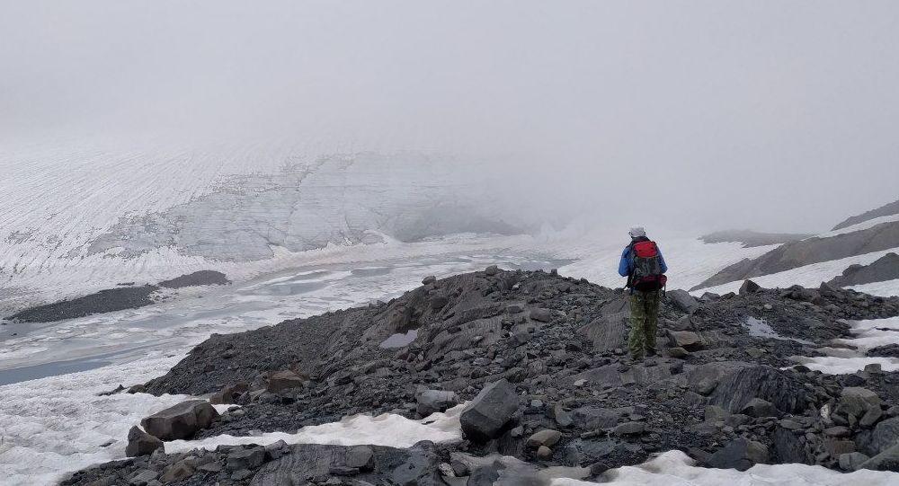 Ледник у подножья вершины Зикара