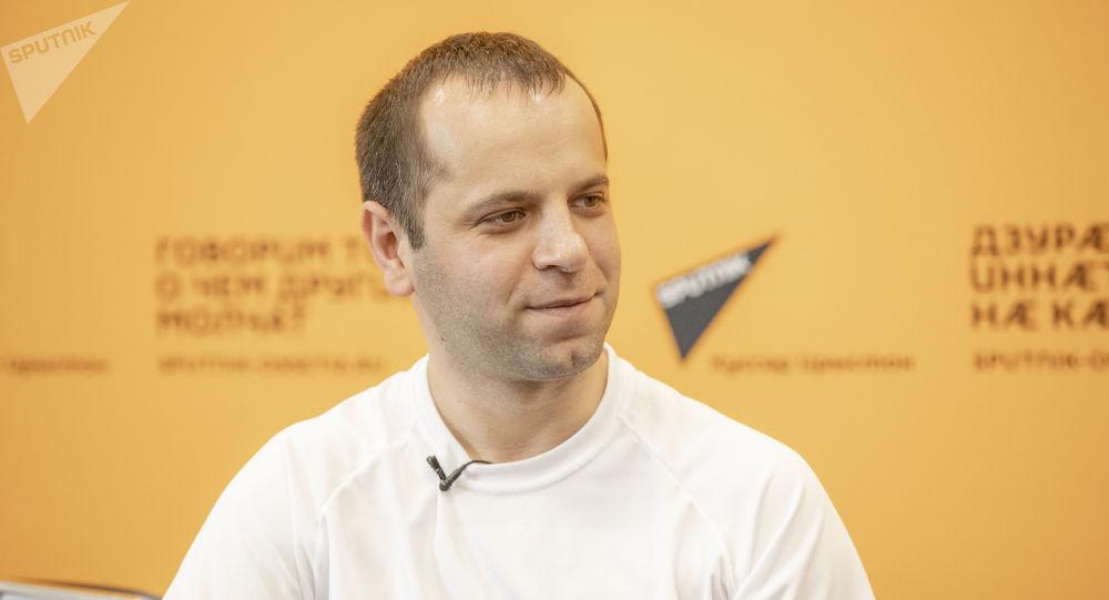 Пресс-конференция с модельером Хохом Бекоевым.