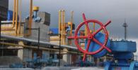 Вентиль на газокомпрессорной станции на Украине