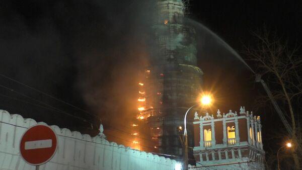 Пожар в Новодевичьем монастыре тушили при помощи подъемных механизмов - Sputnik Южная Осетия