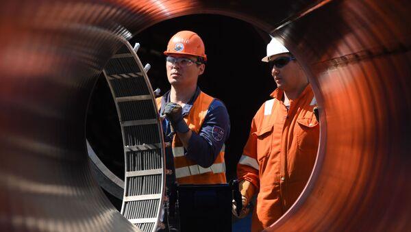 Рабочие на участке строительства газопровода Северный поток-2 в Ленинградской области - Sputnik Южная Осетия