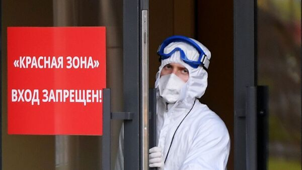 Очереди из машин скорой помощи у инфекционной больницы в Казани - Sputnik Южная Осетия