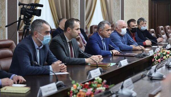 Совещание по вопросам развития агропромышленного комплекса Республики Южная Осетия - Sputnik Южная Осетия