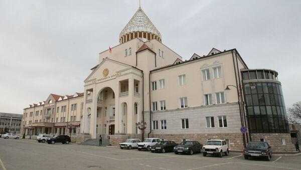 Здание парламента Нагорно-Карабахской Республики в центре Степанакерта - Sputnik Южная Осетия