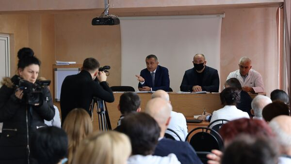 Встреча президента Анатолия Бибилова с медиками РММЦ - Sputnik Южная Осетия