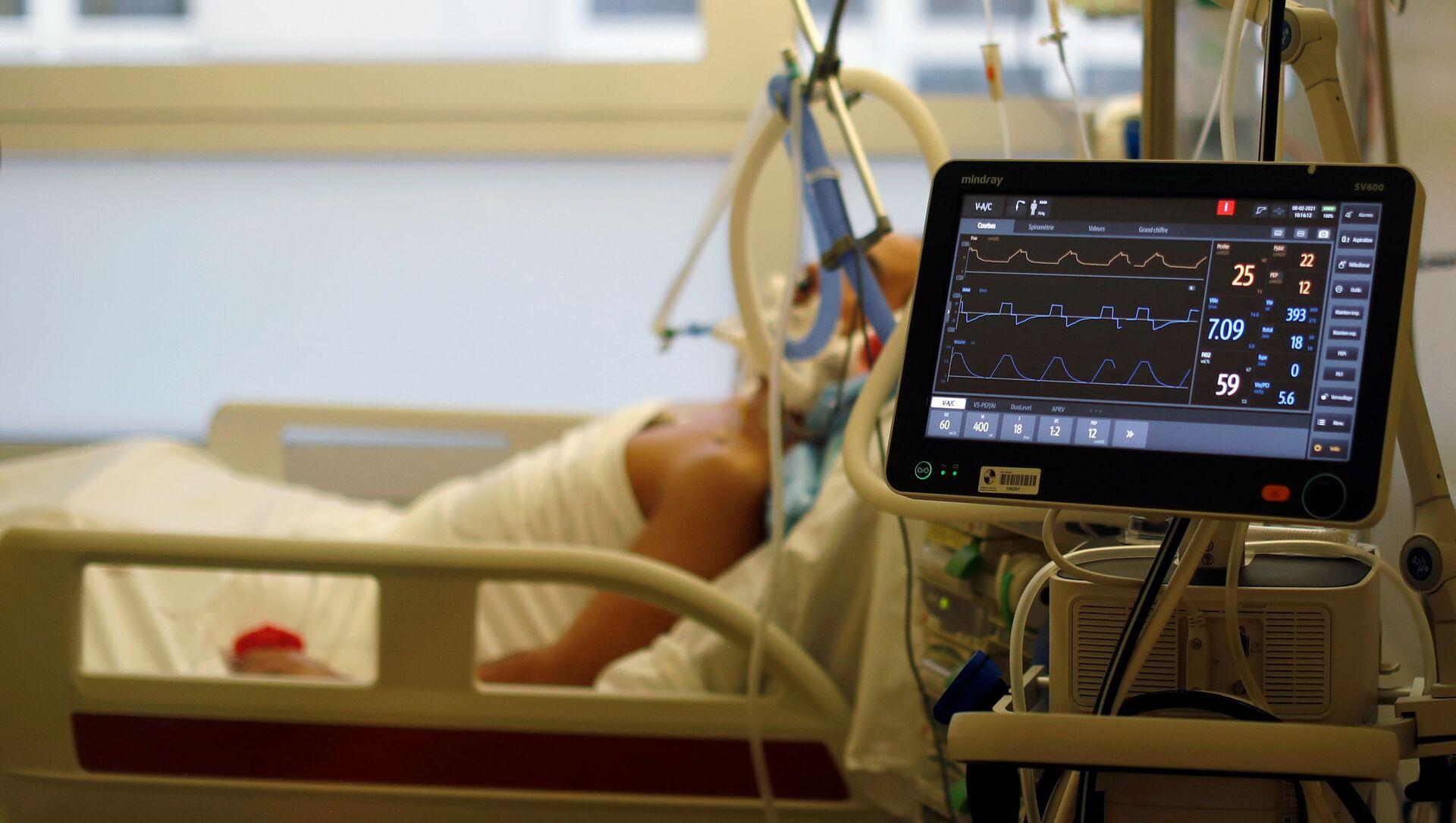 Пациент с коронавирусом в больничной палате - Sputnik Южная Осетия, 1920, 09.02.2021