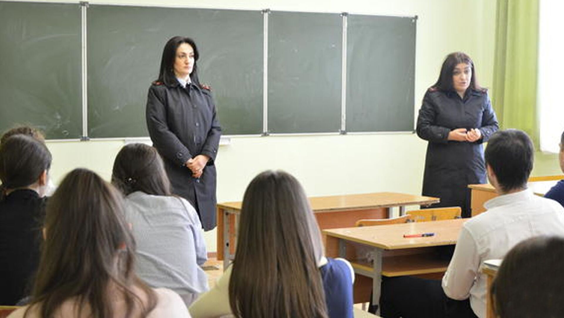 Сотрудники УГИБДД и ИДН проводят профилактические беседы в школах республики - Sputnik Южная Осетия, 1920, 17.02.2021