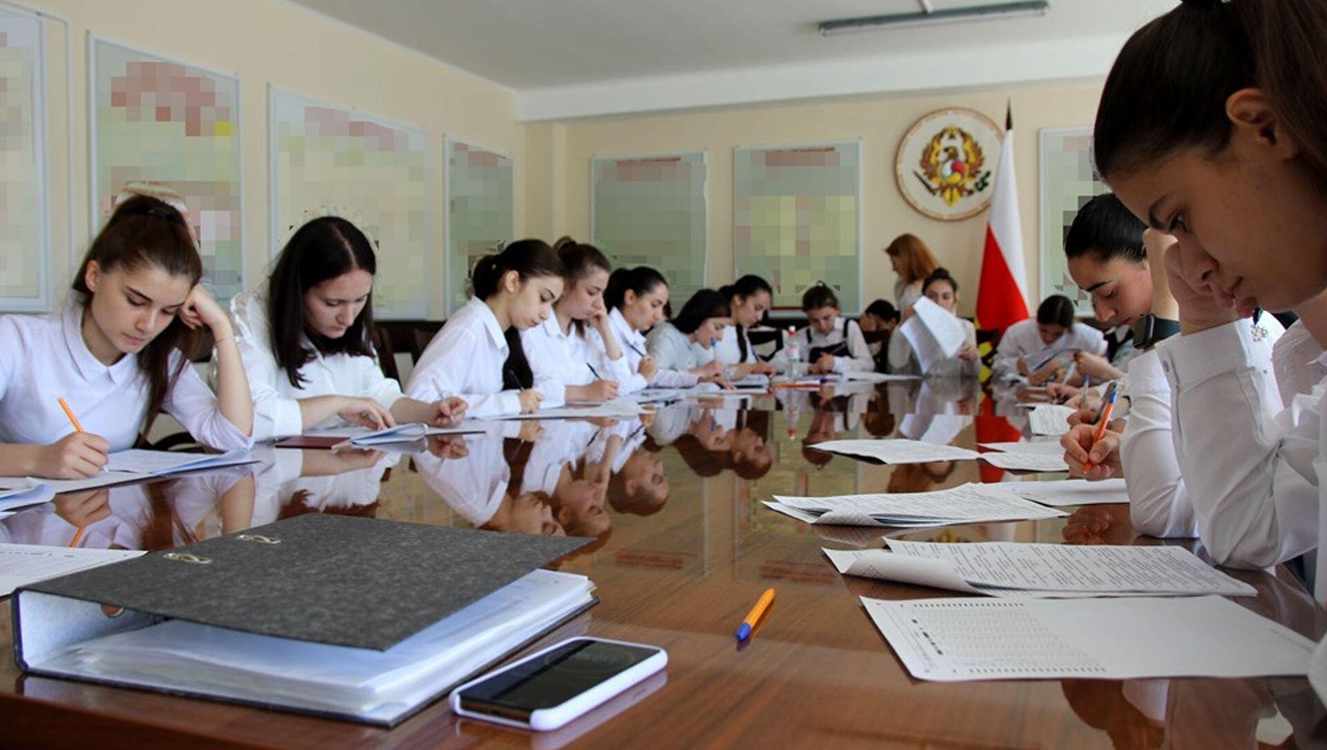 Югоосетинские абитуриенты военных ВУЗов Минобороны РФ проходят психологическое тестирование - Sputnik Южная Осетия, 1920, 27.05.2021