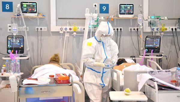 Лечение больных с COVID-19 в резервном госпитале на ВДНХ - Sputnik Южная Осетия