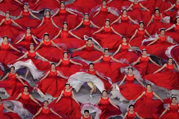 Артисты принимают участие в гала-шоу в преддверии 100-летия основания Коммунистической партии Китая в Пекине - Sputnik Южная Осетия